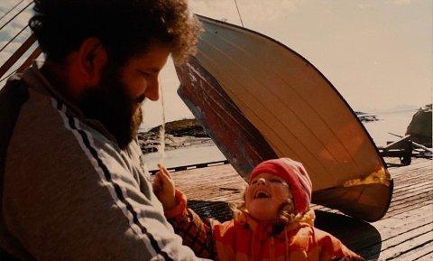GLEMMES IKKE: Dette bildet av henne og faren liker Julie Røstgård (24) spesielt godt.
