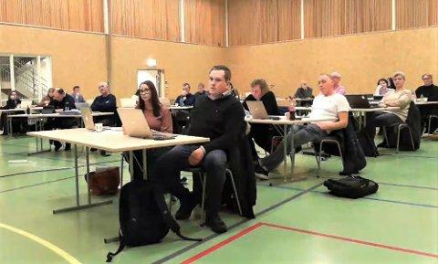 Kommunestyret i Moskenes gikk mandag kveld inn for å selge Reine brannstasjon til høystbydende.