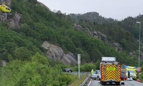 ULYKKE: Da trafikkulykken ved E39 utenfor Flekkefjord onsdag var et faktum, gikk det 25 minutter før ambulanse var på stedet. I Flekkefjord var det ikke ledig bil, så Lyngdal måtte kjøre vel 4 mil.