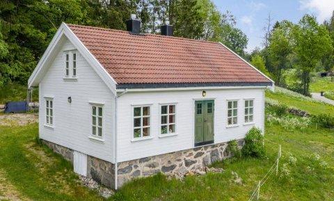 UNDER MILLIONEN: Innholdsrik eiendom på vivlemo til salgs for 970 000 kroner.