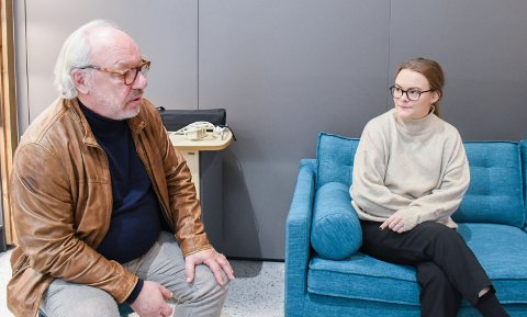 KOLVEREID: Fersk festivalsjef Maren Grønli Berg høster lovord for sitt arbeid fra Anders Kullerud Skaugen fra Trøndelag fylkeskommune.