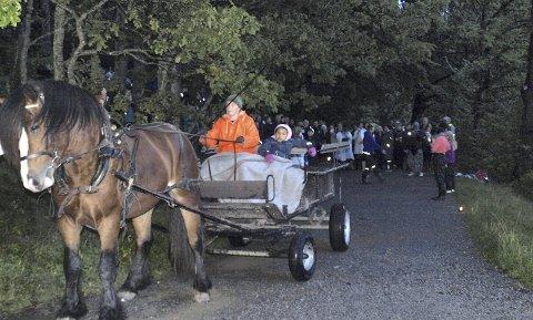 HESTETUR FOR BARN: Hesten fra Søndre Aas gård fraktet barna rundt Ljanskollen.