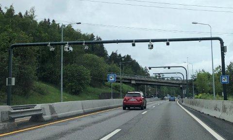 Halvparten av befolkningen i Oslo-området er positive til bompenger, viser en ny undersøkelse.