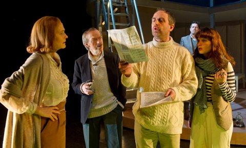 Nils Utsi i forestillingen En folkefiende. Her sammen med bl.a. Guri Johnson og Kristian Fr. Figenschow. Foto: Ola Røe