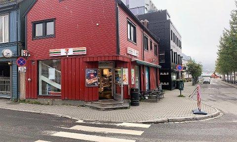 RASKT PÅGREPET: En 23 år gammel tromsømann er siktet etter knivranet på 7-Eleven på Strandtorget tidlig søndag morgen.