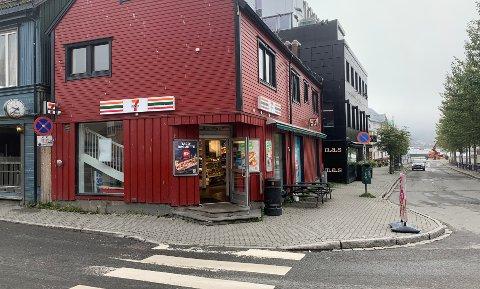 RANET: Kiosken 7-Eleven på Strandtorget ble tidlig søndag morgen ranet med kniv. Én ansatt var på jobb da ranet skjedde.