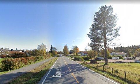 FOR FORT: En motorsyklist gasset på langs fylkesvei 246 i Reinsvoll og ble målt ti 117 kilometer i timen i 50-sone.