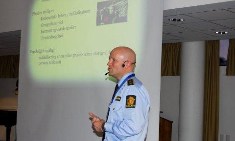 Forebygging: Radikaliseringskontakt Espen Valsgård fortalte blant annet hvordan man skal gå frem dersom man er bekymret for at noen er i ferd med å bli radikalisert. foto: Solveig wessel