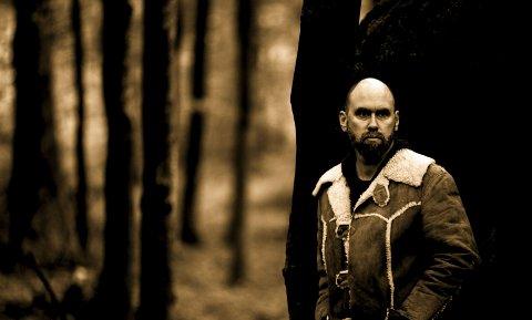Anders Buaas: Gitaristen, komponisten og produsenten Anders Buaas har en lang karriere bak seg, men kommer først nå med et soloalbum. «The Wiches of Finnmark» er del en av en musikalsk trilogi.