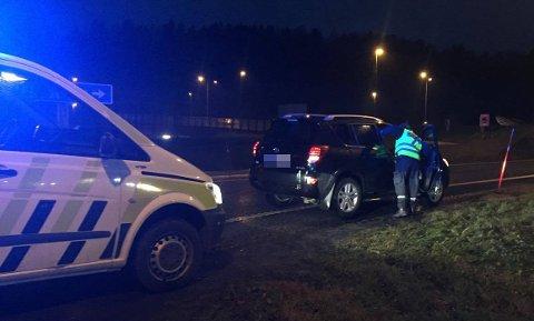 UHELL: Trafikkuhellet mellom de to bilene skjedde i en rundkjøring på Bommestad, og politiet og ambulansen rykket ut til stedet.