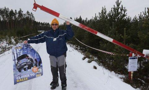 KLART: I morgentimene fredag åpner Håvard Udnæseth i KNA Solør Motorsport bommen til startplassen på Raukmoen.