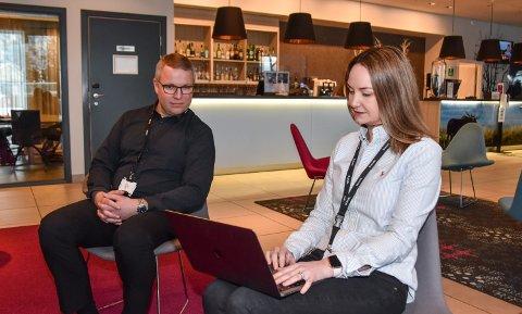 LAVT BELEGG: Morten Østbakk og Hanne Slettjord Tømte ved Scandic Elgstua i Elverum.
