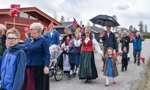 EGET TOG: I fjor lagde beboerne i Moskusvegen i Elverum et eget 17. mai-tog.
