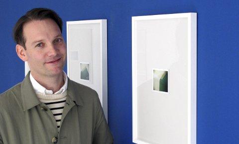 LITE FORMAT: Bildene Espen Gleditsch viser hos Kunstforeningen Verdens Ende på Tjøme er små. Derfor er det lov     å gå tett innpå.Foto: Sven Otto Rømcke