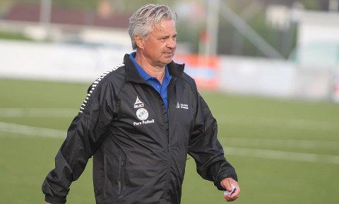 – VI TRENGER EN DATO: Hei-trener Brede Halvorsen.