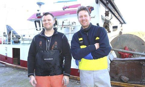 TORNADO: Fiskerveteran Oddbjørn Hillersøy (til høyre) har fått med seg Fredrik Lia som hjelpemann om bord på reketråleren «Tornado». Fredrik ble aktiv fisker i september og jobber om bord med Oddbjørn ute på sjøen. Fredrik Lia er opprinnelig fra Kragerø og bor i Skien. Tidligere jobbet han som tømrer og dørvakt – nå drømmer han om egen fiskebåt.