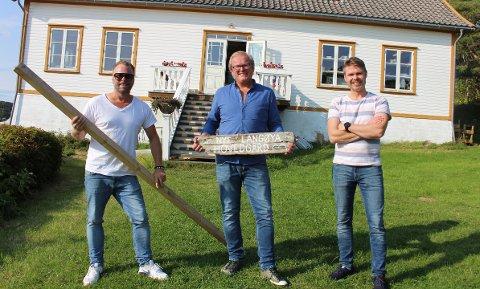 Driverne av Nye Langøya hovedgård gir seg ikke ennå for i år. – Vi skal lage nytt kjøkken, slik at vi får enda ei stue. Det blir 100 sitteplasser inne. Her blir  det julebord og nyttårsfest sier Alf Richard Bjerkøen, Olav Kongsvoll og Hans Markus Ulvedal.