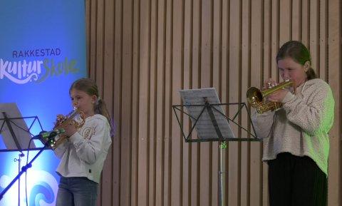 Vårkonsert: Aida Kaaen og Sofie Østby-Berge er to av deltagerne i den digitale vårkonserten til Rakkestad Kulturskole.