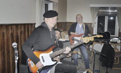 Påskekonserter:  Tributebandet «Rush on» med Olle Johnny Lande i spissen er klar for to  konserter på Huset Pub i påsken.  De siste ukene har han, Morten Rist. Jørn Vesethaugen og Patrick  Andersson øvd inn Zodiacs-låter.
