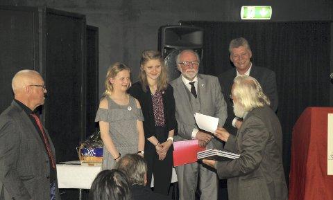 KINO:  Unge Frid fikk også en kinobillett som takk for innsatsen av Steinar A. Miland i 1. mai komiteen.