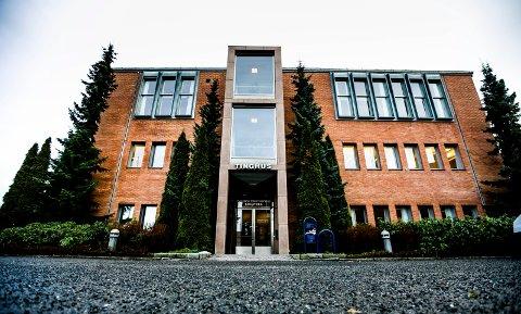 DØMT: En 41 år gammel kvinne er i Nedre Romerike tingrett dømt til fengsel i fire år for voldtekt av en 12 år gammel gutt. Retten tok dissens i saken.