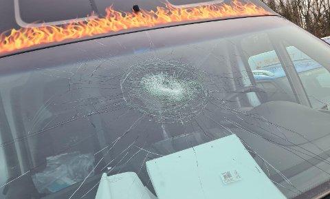 KNUST: Slik så bilruta ut da Süleyman Üzbas skulle hente bilen torsdag ettermiddag på Skjetten.