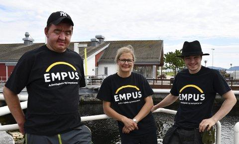 Empus på Langøya: Preben Wilsgård, miljøterapaut Helene Kleven og Ask Williamson Madsen har den siste tiden vært fast en gang i uka på Langøya. ALLE FOTO: INGUNN HÅKESTAD BRÅTHEN