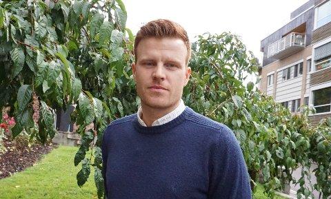 OPPFORDRING: Det er viktig at innbyggerne tar med seg de gode smittevernrutinene i sommer, fastslår assisterende kommuneoverlege Andreas Thunes.