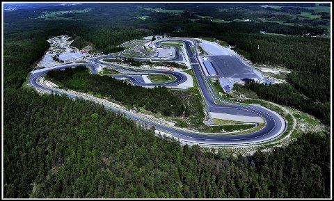 Flotte forhold: Det er strålende forhold for motorsport på Rudskogen. Motorsportsenteret ble åpnet i 1990.