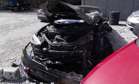 Hulthins Model S ble totalvrak etter sammenstøtet med den røde varebilen.
