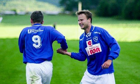 STOR SPILLER: Lars-Erik Berge hadde en lang og innholdsrik fotballkarriere i Hærland som ble avsluttet i 2006. Nå har 51-åringen tatt ut sitt drømmelag i en ny serie i Smaalenenes Avis. En av dem som fikk plass er mannen med ryggen imot på dette bildet, Sven Thomas Berge.