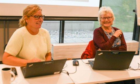 Første og siste møte: Påtroppende formannskapssekretær Trude Paulsen (t.v.) og avtroppende Tone Åsrud Reime under kommunestyrets møte torsdag.