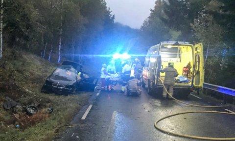 ULYKKE: Sjåføren blei frakta til Førde sentralsjukehus etter ulykka som fann stad tysdag morgon.