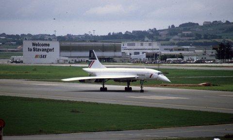 24. juli 1993 hang nærmest folk på flyplassgjerdene da G-BOAB var på besøk.