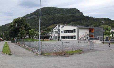 NYTT BYGG: Det midlertidige bygget til menigheten Klippen på Jørpeland skal i løpet av sommeren plasseres i skolegården til KF-skolen, nær parkeringsplassen foran barnehagen og forsamlingsbygget til Klippen.