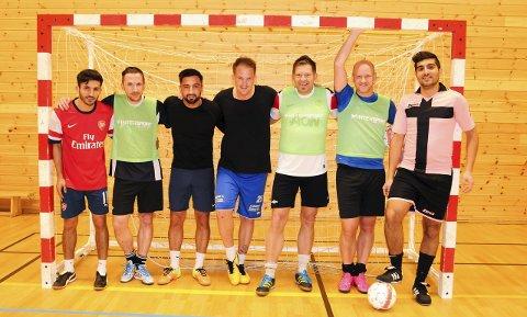 KLARE: Disse guttene er klare for å bite fra seg i 1. divisjon i futsal denne vinteren. Klyve blir det andre futsallaget fra Telemark i seriesystemet.FOTO: KRISTIAN HOLTAN