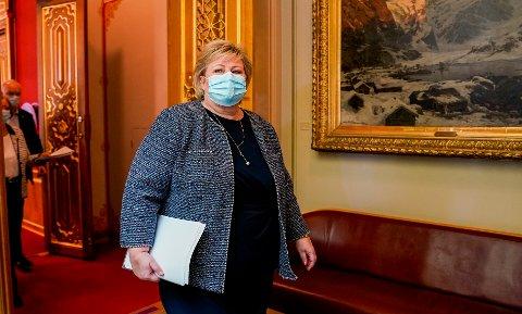 Statsminister Erna Solberg (H) i Stortinget onsdag i forbindelse med at regjeringen la frem planen om gjenåpning av samfunnet etter koronapandemien. Foto: Torstein Bøe / NTB
