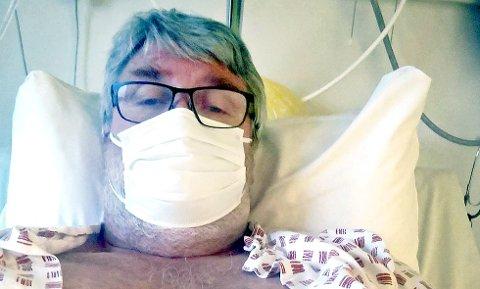 SMITTET: Knut Martin Edland (57) fikk vaksineringstime samtidig kom beskjeden om at han var koronasmittet.