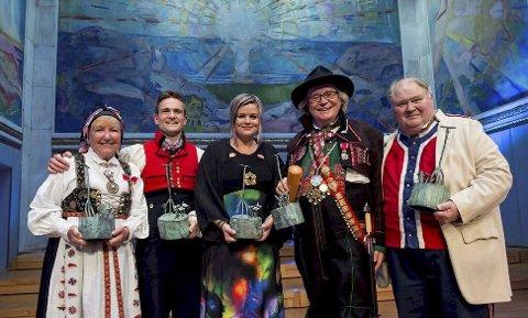 PRISVINNERNE: Kirsten Bråten Berg, Hallgrim Hansegård, Annbjørg Lien, Hallvard T. Bjørgum og Knut Buen ble hedret med Anders Jahres Kulturpris, som er den største æresbelønning for fremragende kulturell innsats i Norge. (pressefoto)