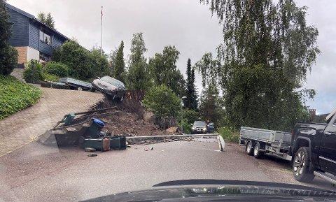 I Valleåsen på Revetal gikk det i sommer et ras, som blant annet holdt på å ta med seg en bil. Heldigvis gikk det ingen på veien under da raset gikk.
