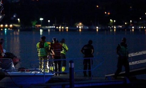 Det ble satt i gang en stor redningsaksjon i sjøen mellom Nes og Kalvetangen, sent fredag kveld.