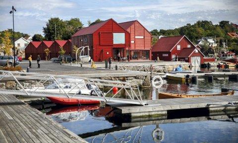 Solgt: Næringseiendommen med kystkultursenter, garasjeanlegg, parkeringsplasser og båtplasser har fått ny eier. Foto: Ida M. Haugen