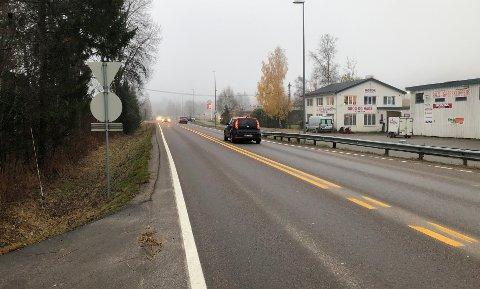 FÆRREBILER:Riksvei 4 rett sør for rådhuset klokka 08.19 fredag morgen.