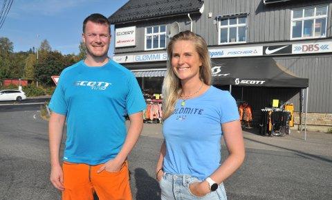 NYGENERASJON:Søsknene Stian og Karoline Starheim Glømmi har overtatt som henholdsvis butikksjef og daglig leder i Glømmi Sport etter at faren Stein Glømmi ble dårlig og gikk bort i fjor.