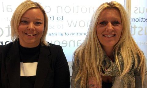 MANGE LEDIGE SOMMERJOBBER: - Viktigst at du er motivert og har god arbeidsmoral, sier Randstad-selgerne Camilla Østerud (t.v.) og Kari Andreassen.
