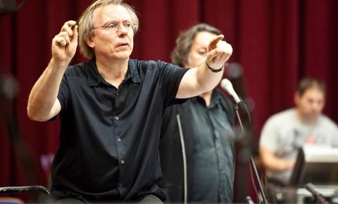 Kommer: Christian Eggen leder musikkensemblet Cikada i Drøbak kirke 17. oktober.