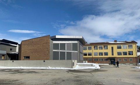 Bekymret: Både representanter for elever og lærere er bekymret for framtida til Røros skole med de foreslåtte kuttene i oppvekstsektoren.