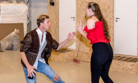Filip Ihrsen og Ingrid Brenli i en heftig scene.