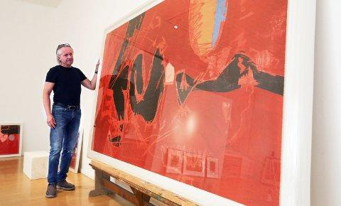 Megatrykk: Ola Steen med Magne Furuholmens gjennombruddsbilde «Traveller». Dette bildet ble trykket på kobberpressa i kjeller på Kunstparken i 1993.alle foto: stig sandmo