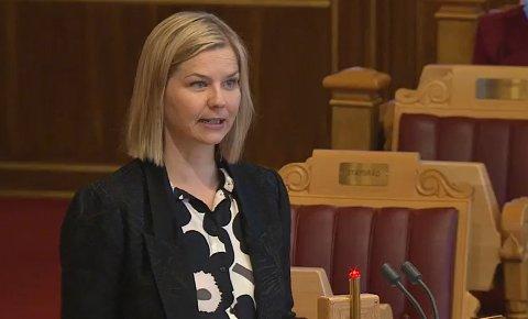 Guri Melby måtte svare for hvorfor regjeringen ønsker å gjennomføre muntlig eksamen i Stortingets spørretime onsdag.